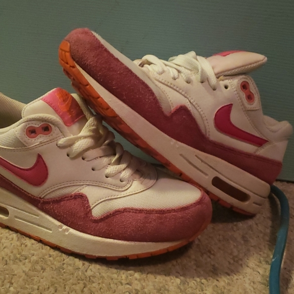 Air Max 1 Essential 'Fireberry'